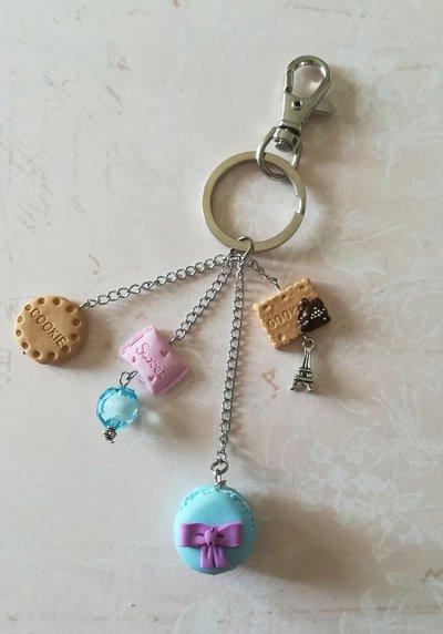 Portachiavi o charms da borsa, pendenti in fimo, macaron azzurro, biscotto, caramella, ispirazione Parigi, gioiello artigianale, idea regalo
