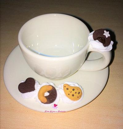 Set di 6 tazzine da caffè decorate con biscottini fatti a mano in fimo.