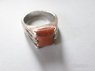 anello pietra del sole in metallo su misura