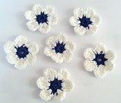 Fiori a uncinetto per applicazioni / Set di 6 fiori /Scrapbooking/Blu & Bianco