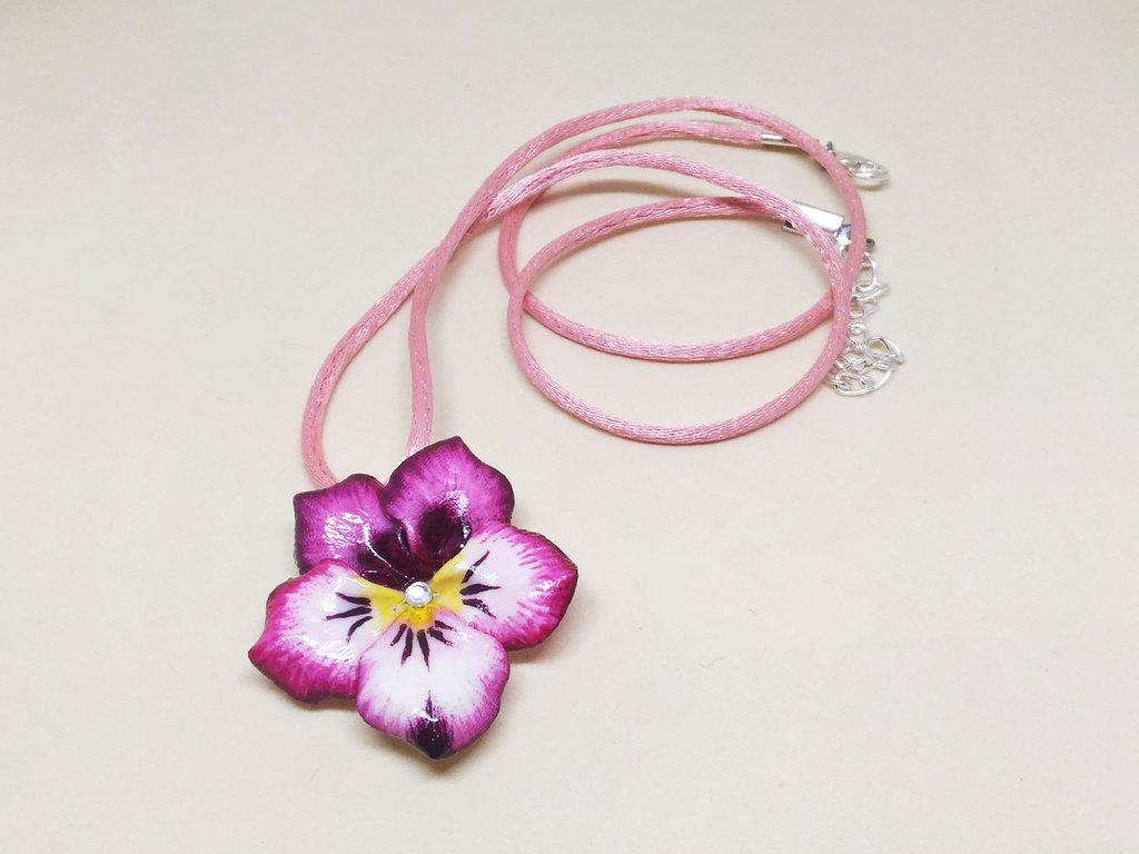 Ciondolo viola del pensiero, collana viola del pensiero, ciondolo viola, collana violetta, ciondolo pansè, ciondolo fiore, ciondolo violetta