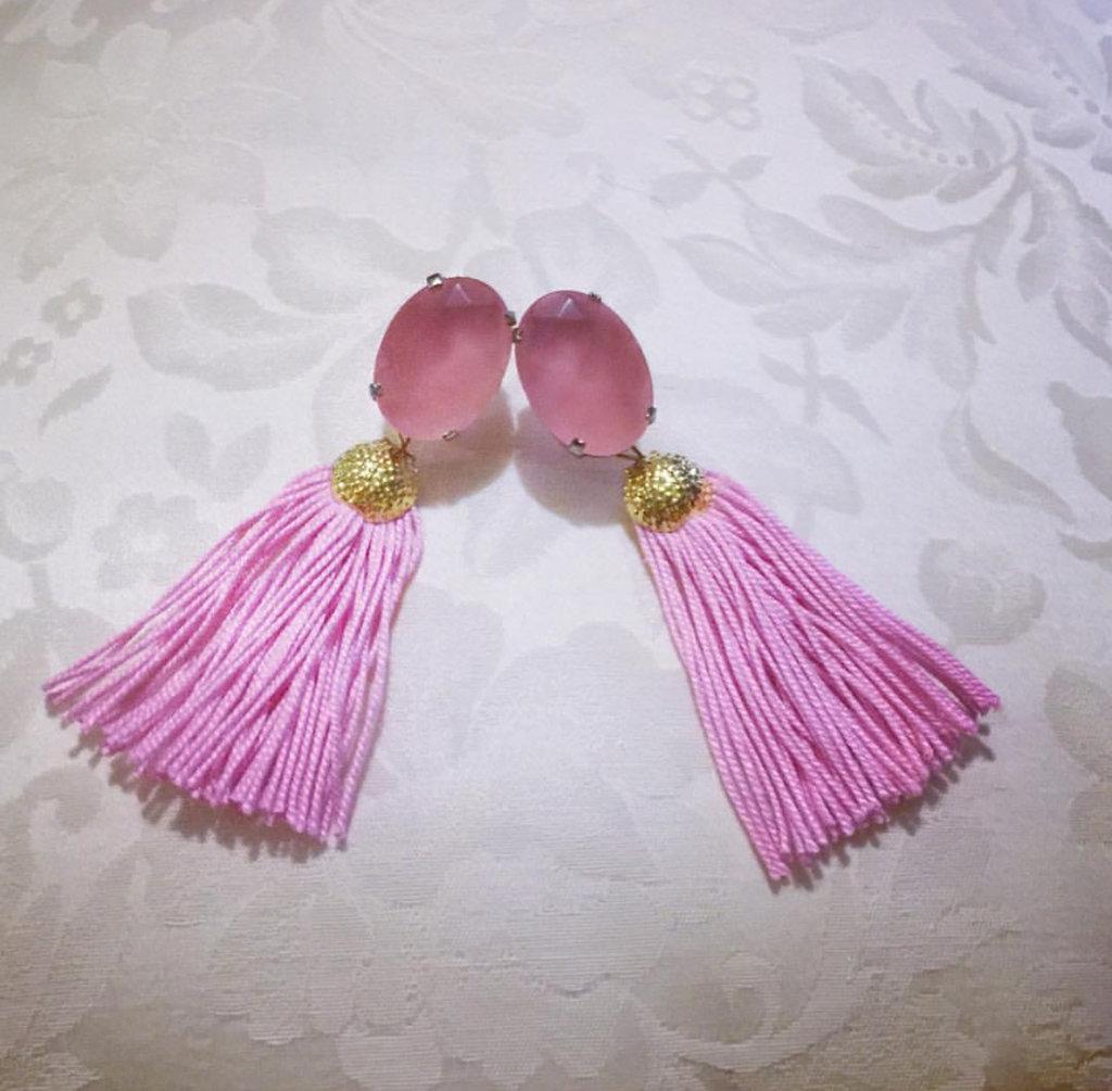 Orecchini rosa con nappine