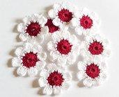 10 Piccoli Fiori a uncinetto per applicazioni / Set di 10 fiori/ Fiori per Scrapbooking/ Rosso amarena & Bianco