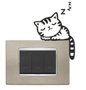 Adesivo gattino che dorme su interruttore