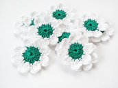 10 Fiori a uncinetto per applicazioni / Set di 10 fiori/ Fiori per Scrapbooking/ Verde & Bianco