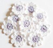 10 Fiori a uncinetto per applicazioni / Set di 10 fiori/ Fiori per Scrapbooking/ Lilla & Bianco