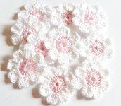 10 Fiori a uncinetto per applicazioni / Set di 10 fiori/ Fiori per Scrapbooking/Rosa  & Bianco