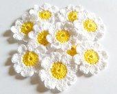 10 Fiori a uncinetto per applicazioni / Set di 10 fiori/ Fiori per Scrapbooking/ Gialli  & Bianco