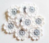 10 Fiori a uncinetto per applicazioni / Set di 10 fiori/ Fiori per Scrapbooking/ Celesti  & Bianco