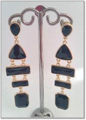 Orecchini metallo dorato pietre nere trasparenti