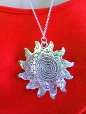 collana sole grande medaglione pendente in acciaio