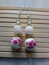 orecchini con perla decorazione floreale fucsia