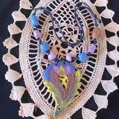 Media collana di ceramica con palline, tubetti e ciondolo a forma di fiore stilizzato, modellata a mano