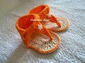 Infradito neonato fatte a mano all'uncinetto arancioni.