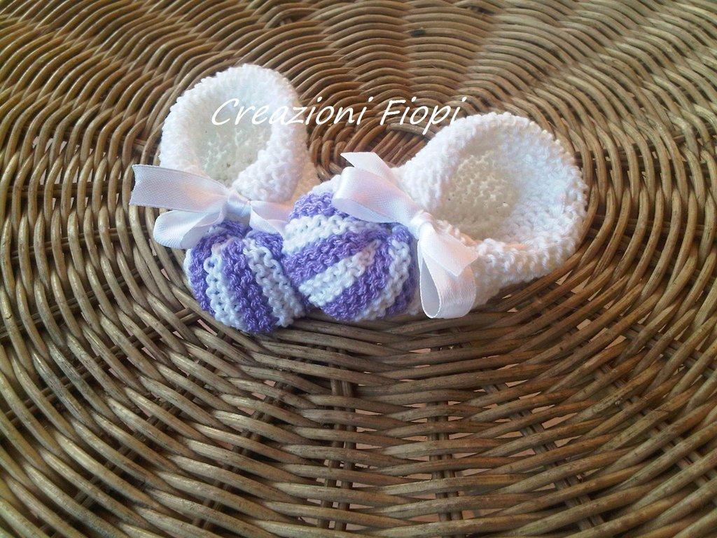 Scarpine fatte ai ferri neonato bianche a righine lilla di cotone