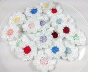 18 Fiori colorati a uncinetto per applicazioni / Set di 18 fiori /Scrapbooking/ 2 per ogni colore Fiori 9 petali Fiori a uncinetto pastello