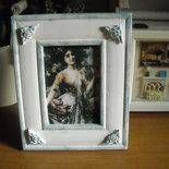 Quadretto stile shabby con immagine di giovane donna da un dipinto di Emile Vernon