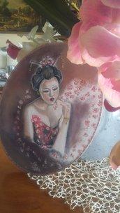 Geisha tra i fiori di ciliegio