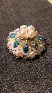 ciondolo con perle e cipollotti azzurri