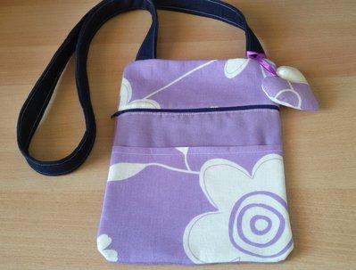 Borsetta piatta tracolla tessuto fantasia fiori violetto