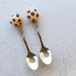 Cucchiaini decorati con elementi in fimo dolcetti