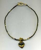 GIROCOLLO in pirite dorata a cubetti con pendente a cuore in tinta