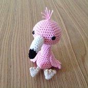 Fenicottero rosa amigurumi fatto a mano all'uncinetto