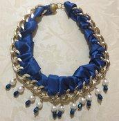 Collana con raso blu perle e cristallini