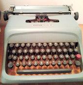 Macchina da scrivere Olivetti Studio 44  vintage