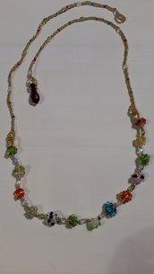 collana con palline di vetro colorate