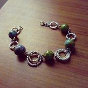 bracciale con perle di legno  verdi dipinte