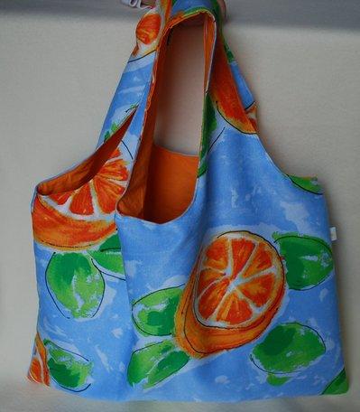 Borsa estiva e colorata con arance stilizzate