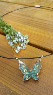 Collana girocollo farfalla blu olografica in resina, ciondolo iridescente, gioielli estivi, gioielli in resina, gioielli trendy per il mare