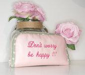 Portafoglio rosa con scritta