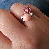 Anello affinity: perle di corallo e pavè rosa