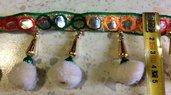 Bordura con Pom Pom colorati , Specchietti e Ciondoli - BIANCO - 1 metro -