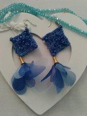 Orecchini uncinetto blu con nappine