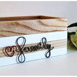 scatola dei ricordi in legno di frassino naturale, scritta family in ferro cotto e incisione su vetro, su ordinazione