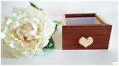 scatola in legno di frassino naturale e Mogano, con cuore in legno ed incisione su vetro, su ordinazione e personalizzabile