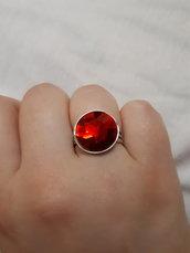 Anello con pietra rossa