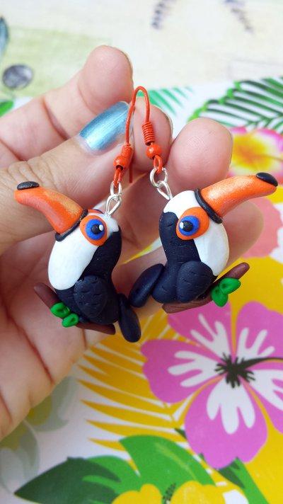 Orecchini tucano in fimo, orecchini esotici, orecchini tropicali, uccelli tropicali, orecchini estivi, gioielli estivi, orecchini divertenti