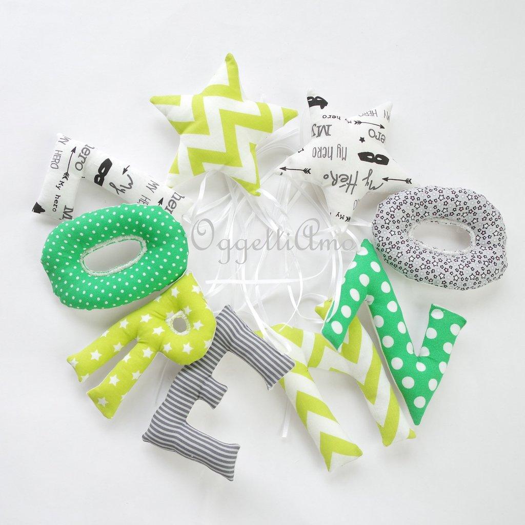 Lorenzo: una ghirlanda di lettere di stoffa imbottite sulle tonalità del verde, grigio e nero per decorare la sua cameretta!