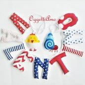 una ghirlanda di lettere di stoffa imbottite per decorare la cameretta di Valentino con il suo nome, un paguro ed un pulcino: un'idea regalo originale per la sua nascita, battesimo, compleanno!