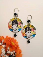 Audrey Hepburn orecchini di carta pendenti con ciondolo a cerchio e perline nere