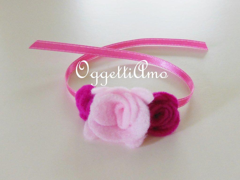 Natro decorativo con fiori di feltro: braccialetto, decorazione per codini, idea regalo per il compleanno della vostra bambina!