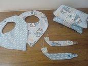 Set nascita/ accessori per neonato completo di bavette e portapannolini.