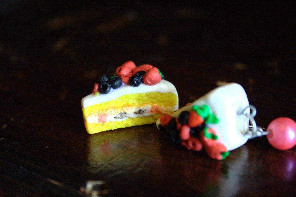 Orecchini tortine ai frutti di bosco.