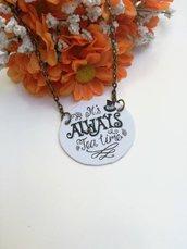 Alice in wonderland collana girocollo con ciondolo di carta a cerchio dedicato agli amanti di Alice e catenina bronzo