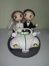cake topper sposi su maggiolino in fimo