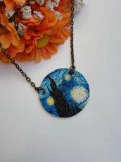 """Van gogh collana girocollo con ciondolo di carta a cerchio dedicata alla celebre """"notte stellata"""" di Vincent Van Gogh."""